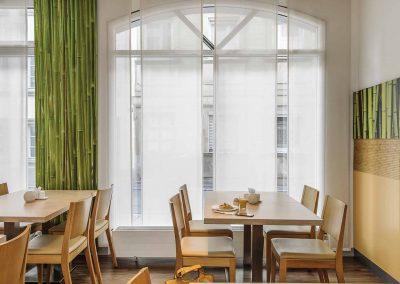 Ibis-Bamberg-Altstadt-Restaurant-Tische-Fensteransicht